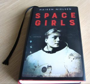 "Maiken Nielsen: Space Girls"""